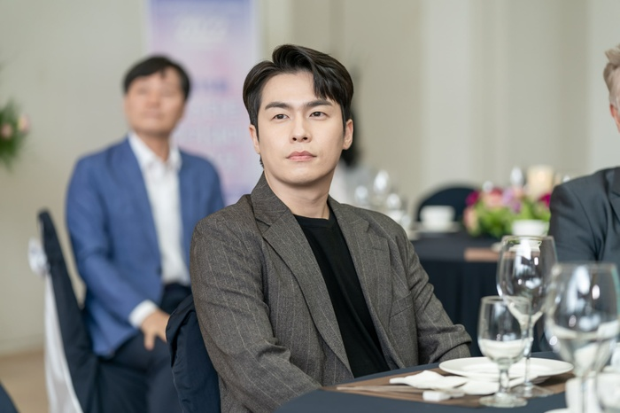 Ký sự thanh xuân: Gia đình Park Bo Gum sẽ cùng đoàn tụ trong lễ trao giải người mẫu cao tuổi của ông nội