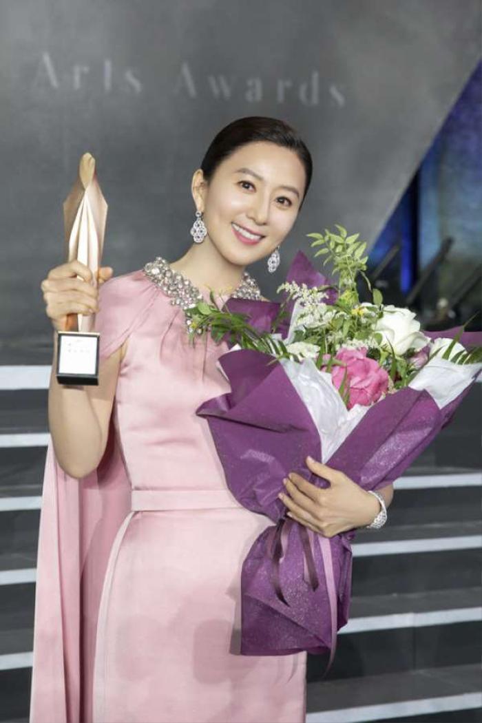Địch Lệ Nhiệt Ba, Joo Ji Hoon và Kim Hee Ae thắng giải tại 'Asia Contents Award' - LHP Busan 2020 Ảnh 3