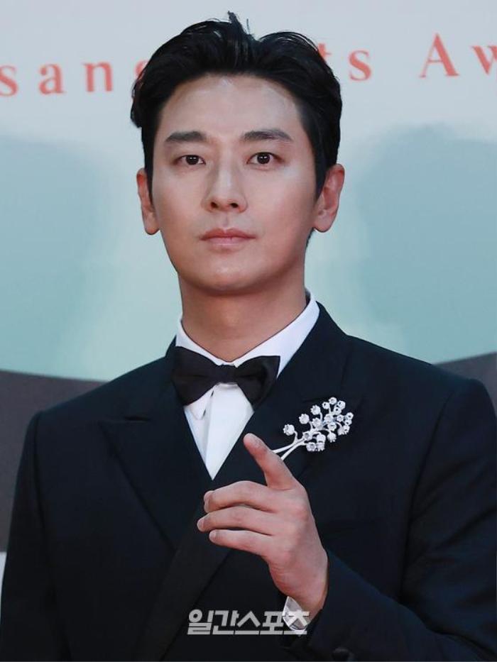 Địch Lệ Nhiệt Ba, Joo Ji Hoon và Kim Hee Ae thắng giải tại 'Asia Contents Award' - LHP Busan 2020 Ảnh 4