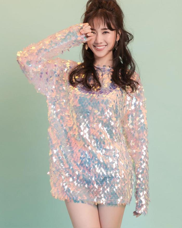 Hari Won đẹp tựa đóa hồng nhung khi diện váy cực ngắn, khoe đôi chân thon dài đáng mơ ước Ảnh 6