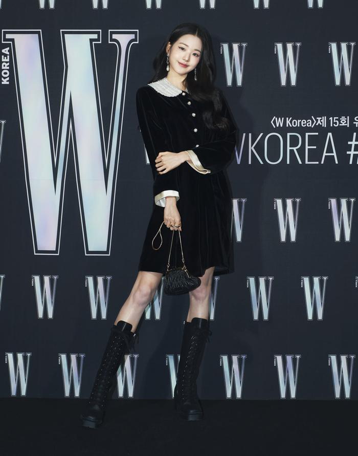 Đêm hội 'W Korea 2020': Mặt Park Min Young cứng đờ biến dạng, Park Shin Hye đọ sắc 'chị em nàng Han' và Jessica - Krystal Ảnh 49