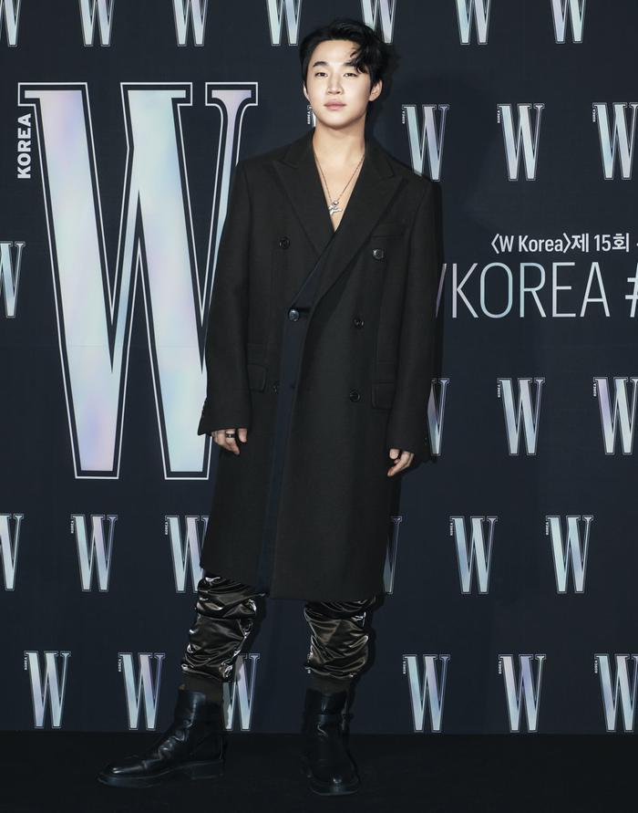 Đêm hội 'W Korea 2020': Mặt Park Min Young cứng đờ biến dạng, Park Shin Hye đọ sắc 'chị em nàng Han' và Jessica - Krystal Ảnh 18