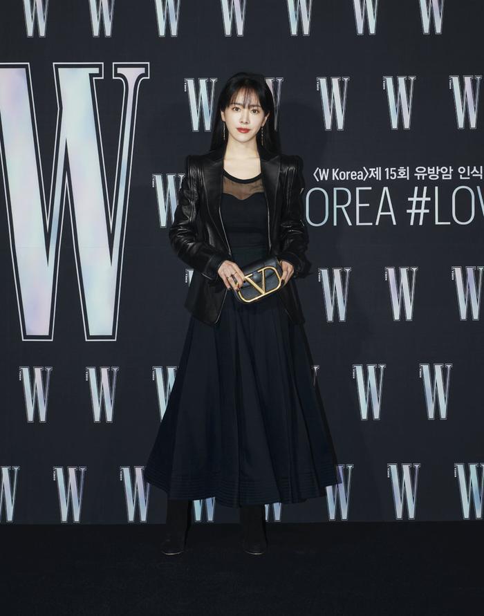 Đêm hội 'W Korea 2020': Mặt Park Min Young cứng đờ biến dạng, Park Shin Hye đọ sắc 'chị em nàng Han' và Jessica - Krystal Ảnh 1