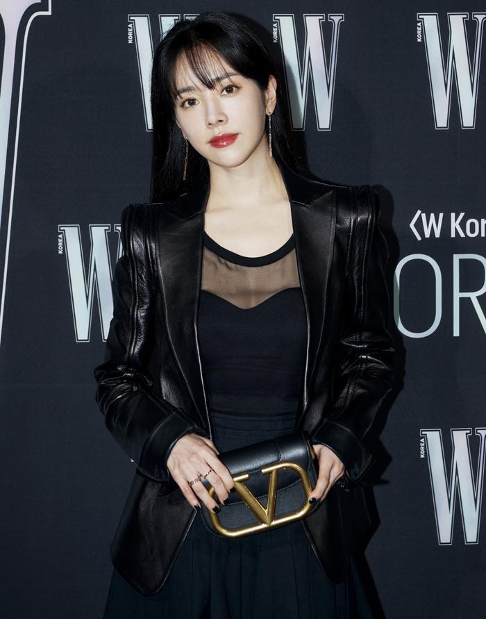 Đêm hội 'W Korea 2020': Mặt Park Min Young cứng đờ biến dạng, Park Shin Hye đọ sắc 'chị em nàng Han' và Jessica - Krystal Ảnh 2