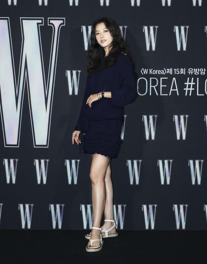 Đêm hội 'W Korea 2020': Mặt Park Min Young cứng đờ biến dạng, Park Shin Hye đọ sắc 'chị em nàng Han' và Jessica - Krystal Ảnh 3