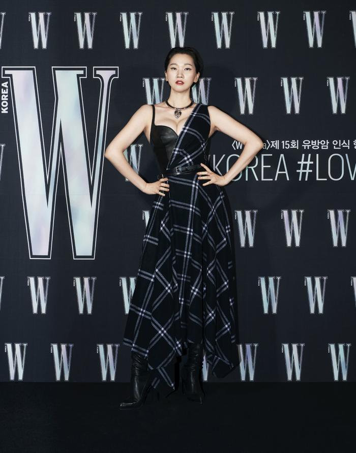 Đêm hội 'W Korea 2020': Mặt Park Min Young cứng đờ biến dạng, Park Shin Hye đọ sắc 'chị em nàng Han' và Jessica - Krystal Ảnh 46