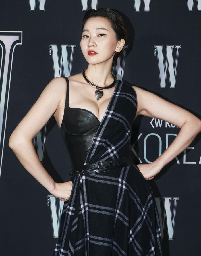 Đêm hội 'W Korea 2020': Mặt Park Min Young cứng đờ biến dạng, Park Shin Hye đọ sắc 'chị em nàng Han' và Jessica - Krystal Ảnh 47