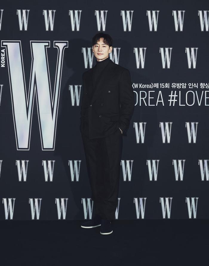 Đêm hội 'W Korea 2020': Mặt Park Min Young cứng đờ biến dạng, Park Shin Hye đọ sắc 'chị em nàng Han' và Jessica - Krystal Ảnh 12