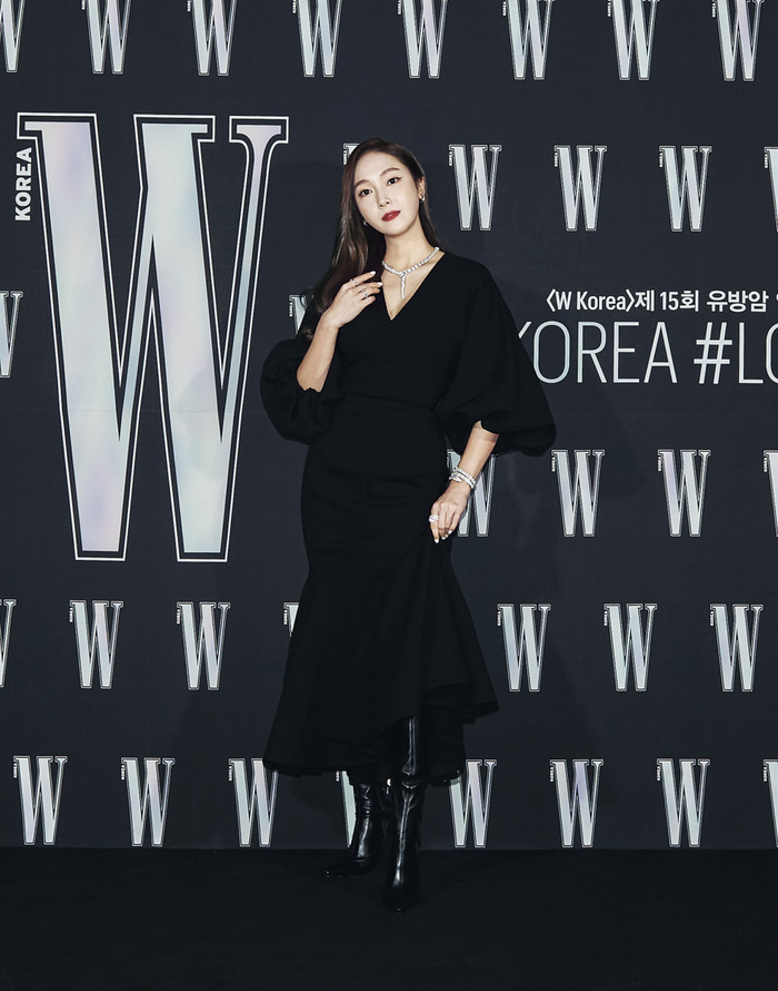 Đêm hội 'W Korea 2020': Mặt Park Min Young cứng đờ biến dạng, Park Shin Hye đọ sắc 'chị em nàng Han' và Jessica - Krystal Ảnh 10