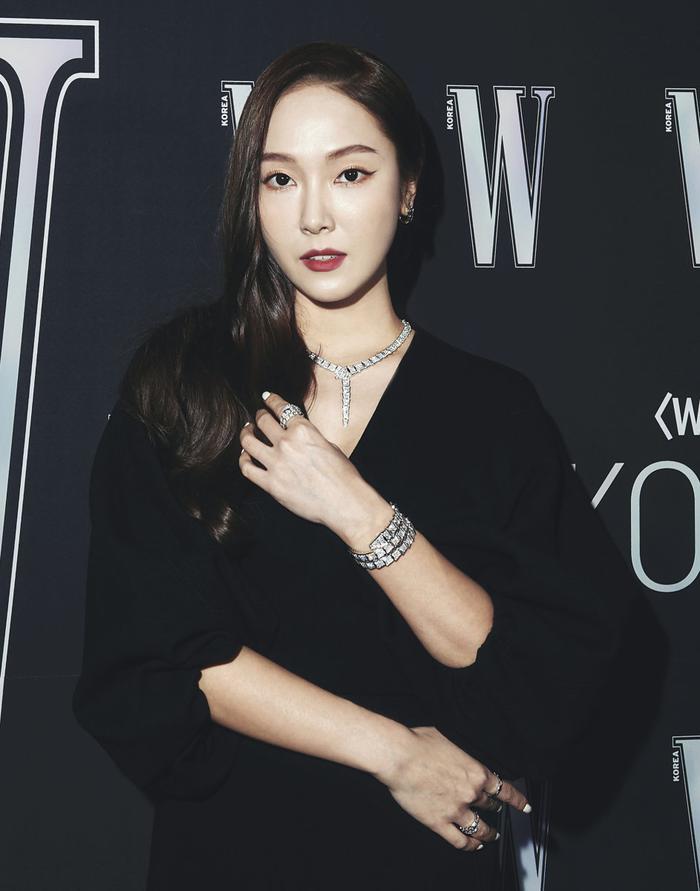 Đêm hội 'W Korea 2020': Mặt Park Min Young cứng đờ biến dạng, Park Shin Hye đọ sắc 'chị em nàng Han' và Jessica - Krystal Ảnh 11
