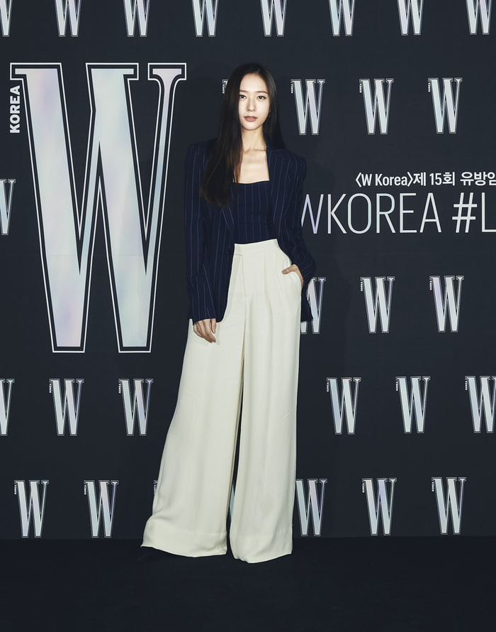 Đêm hội 'W Korea 2020': Mặt Park Min Young cứng đờ biến dạng, Park Shin Hye đọ sắc 'chị em nàng Han' và Jessica - Krystal Ảnh 8