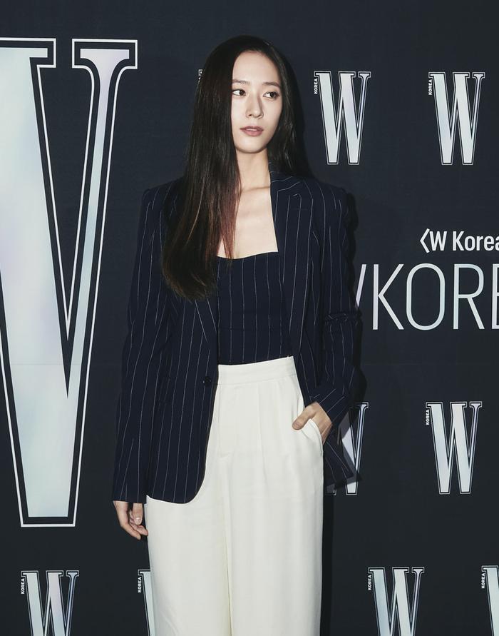 Đêm hội 'W Korea 2020': Mặt Park Min Young cứng đờ biến dạng, Park Shin Hye đọ sắc 'chị em nàng Han' và Jessica - Krystal Ảnh 9