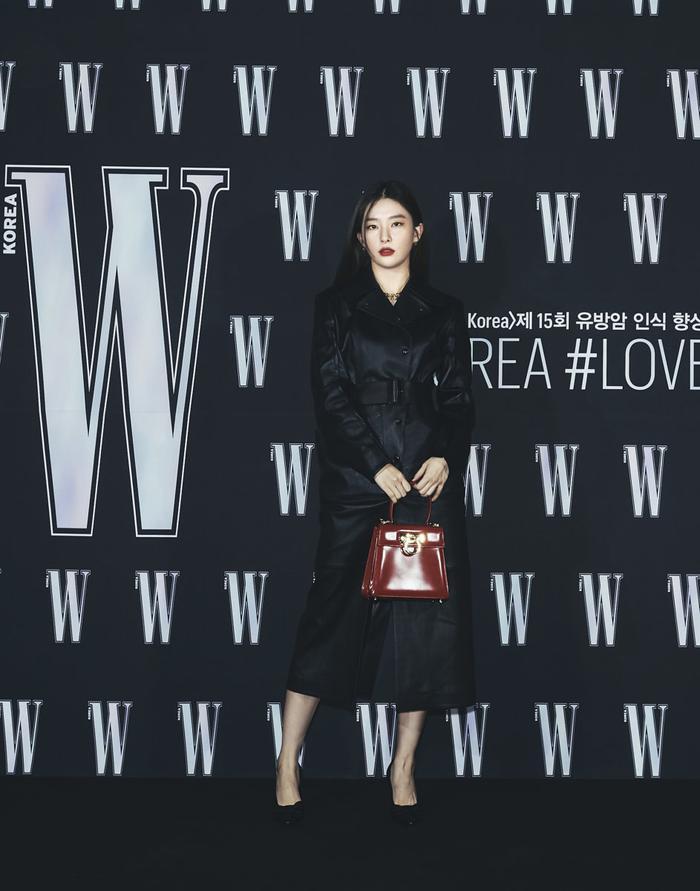 Đêm hội 'W Korea 2020': Mặt Park Min Young cứng đờ biến dạng, Park Shin Hye đọ sắc 'chị em nàng Han' và Jessica - Krystal Ảnh 28
