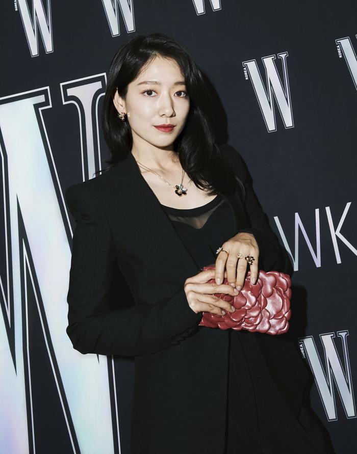 Đêm hội 'W Korea 2020': Mặt Park Min Young cứng đờ biến dạng, Park Shin Hye đọ sắc 'chị em nàng Han' và Jessica - Krystal Ảnh 27