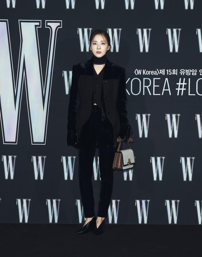 Đêm hội 'W Korea 2020': Mặt Park Min Young cứng đờ biến dạng, Park Shin Hye đọ sắc 'chị em nàng Han' và Jessica - Krystal Ảnh 22