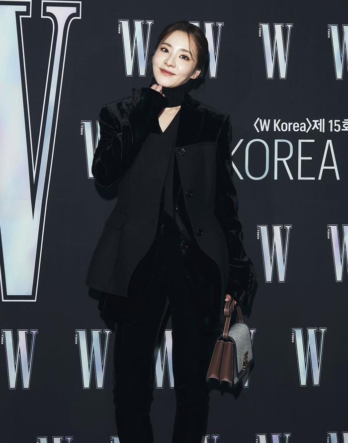 Đêm hội 'W Korea 2020': Mặt Park Min Young cứng đờ biến dạng, Park Shin Hye đọ sắc 'chị em nàng Han' và Jessica - Krystal Ảnh 23