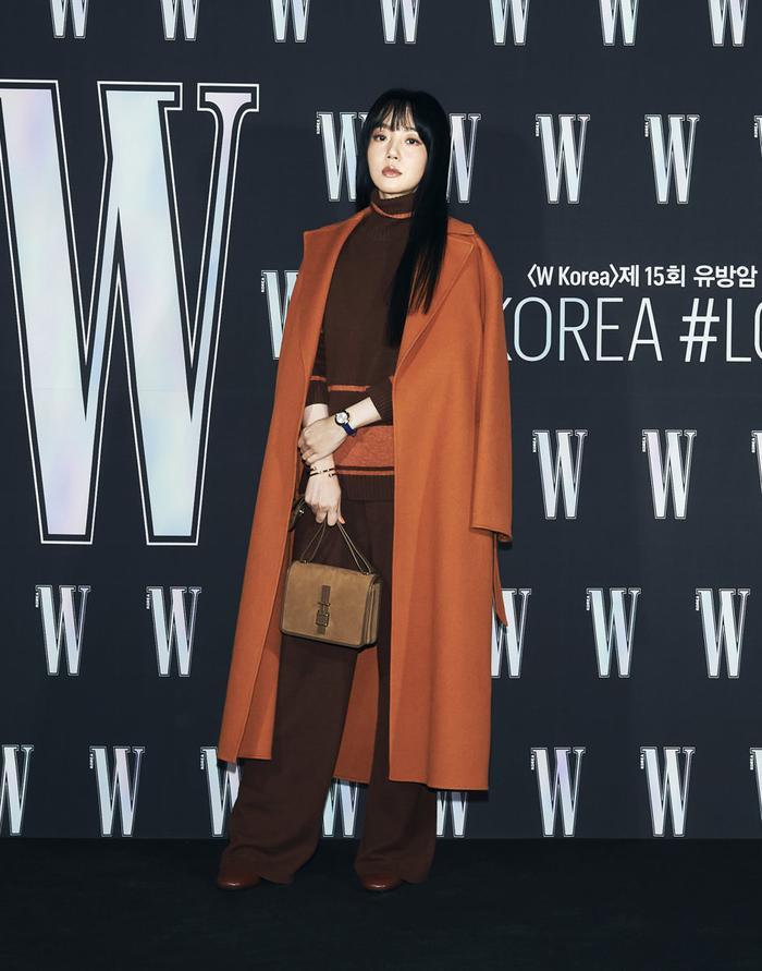Đêm hội 'W Korea 2020': Mặt Park Min Young cứng đờ biến dạng, Park Shin Hye đọ sắc 'chị em nàng Han' và Jessica - Krystal Ảnh 20