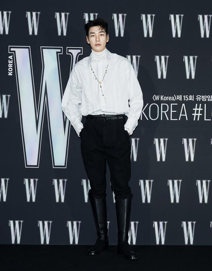 Đêm hội 'W Korea 2020': Mặt Park Min Young cứng đờ biến dạng, Park Shin Hye đọ sắc 'chị em nàng Han' và Jessica - Krystal Ảnh 38