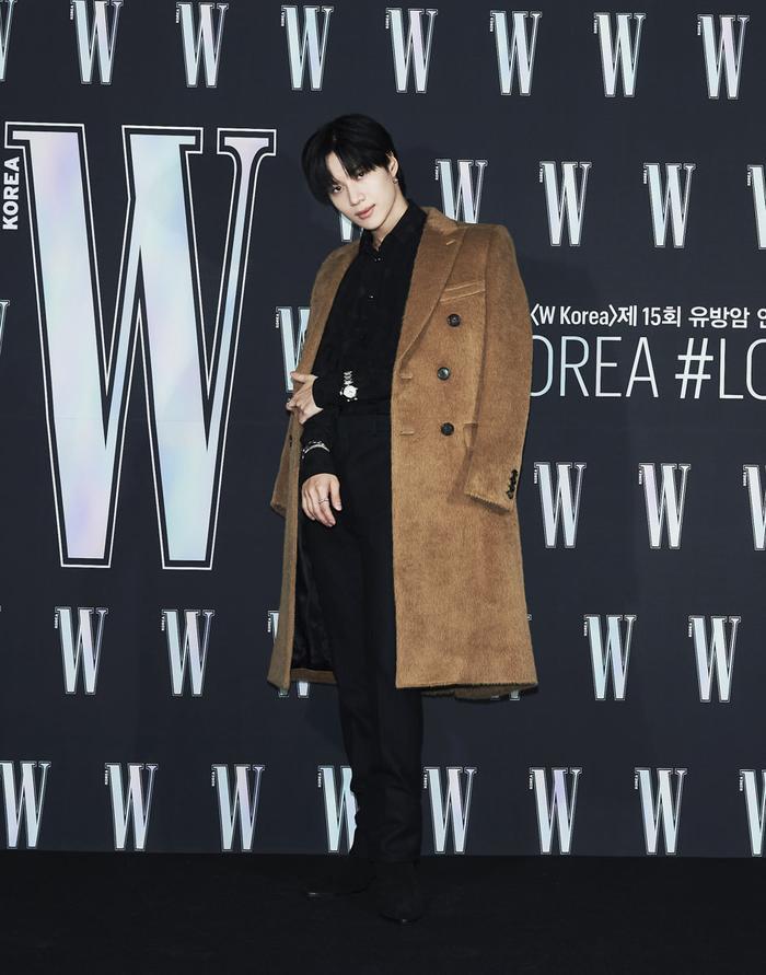 Đêm hội 'W Korea 2020': Mặt Park Min Young cứng đờ biến dạng, Park Shin Hye đọ sắc 'chị em nàng Han' và Jessica - Krystal Ảnh 36