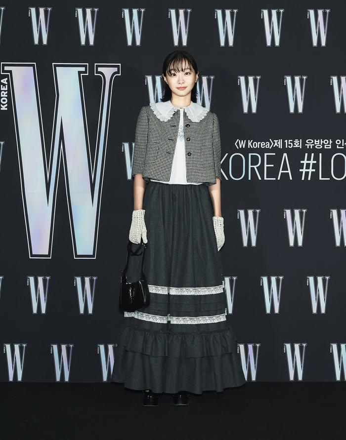 Đêm hội 'W Korea 2020': Mặt Park Min Young cứng đờ biến dạng, Park Shin Hye đọ sắc 'chị em nàng Han' và Jessica - Krystal Ảnh 34