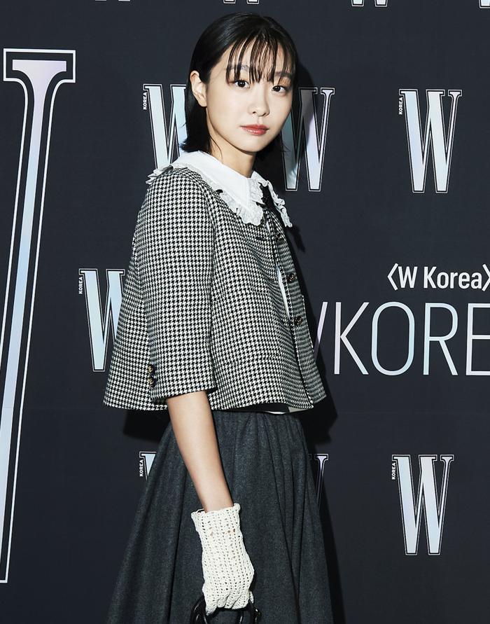Đêm hội 'W Korea 2020': Mặt Park Min Young cứng đờ biến dạng, Park Shin Hye đọ sắc 'chị em nàng Han' và Jessica - Krystal Ảnh 35