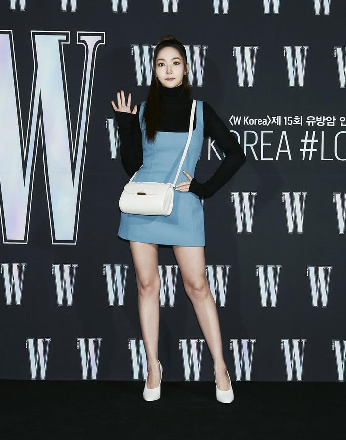 Đêm hội 'W Korea 2020': Mặt Park Min Young cứng đờ biến dạng, Park Shin Hye đọ sắc 'chị em nàng Han' và Jessica - Krystal Ảnh 5