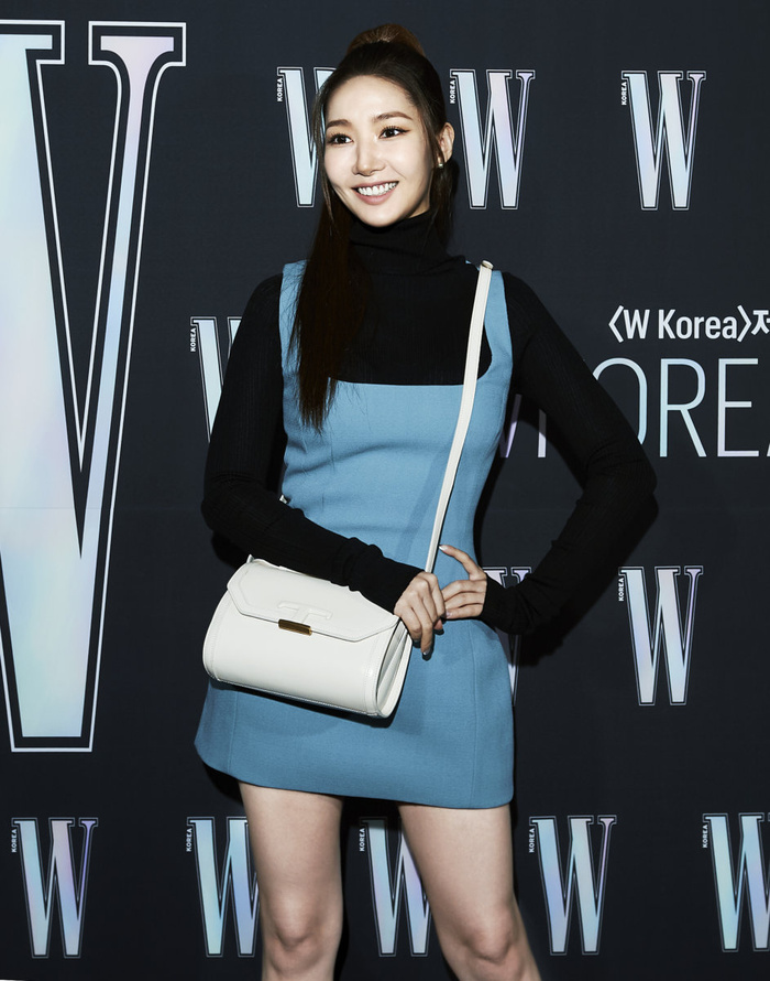 Đêm hội 'W Korea 2020': Mặt Park Min Young cứng đờ biến dạng, Park Shin Hye đọ sắc 'chị em nàng Han' và Jessica - Krystal Ảnh 6