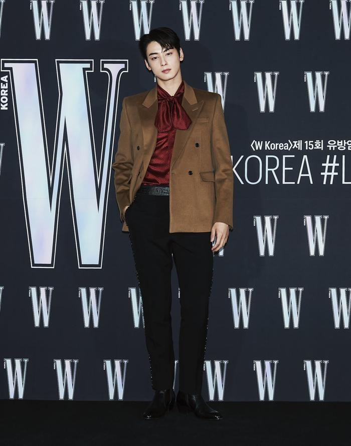 Đêm hội 'W Korea 2020': Mặt Park Min Young cứng đờ biến dạng, Park Shin Hye đọ sắc 'chị em nàng Han' và Jessica - Krystal Ảnh 42
