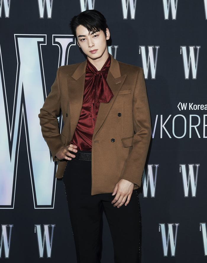 Đêm hội 'W Korea 2020': Mặt Park Min Young cứng đờ biến dạng, Park Shin Hye đọ sắc 'chị em nàng Han' và Jessica - Krystal Ảnh 43