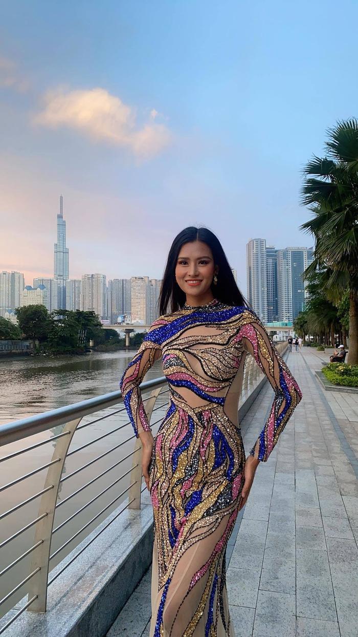 Dàn mỹ nhân Miss Earth trình diễn váy dạ hội: Hoa Thái nổi bật với Evening Gown Địa cầu lấp lánh Ảnh 4