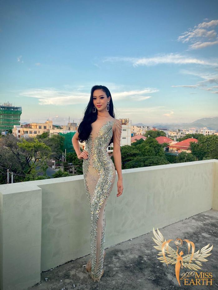 Dàn mỹ nhân Miss Earth trình diễn váy dạ hội: Hoa Thái nổi bật với Evening Gown Địa cầu lấp lánh Ảnh 11