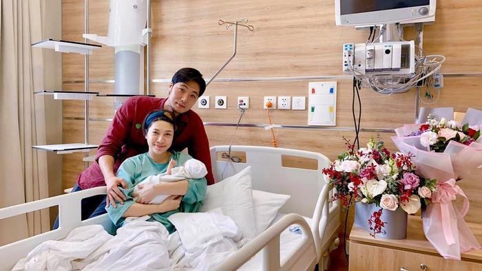Vbiz liên tục đón nhận tin vui: Đông Nhi, Sara Lưu, Pha Lê và vợ Khắc Việt sinh con Ảnh 14