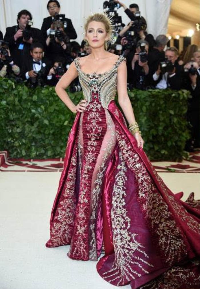 Loạt mỹ nhân 'tình tiền viên mãn' của Hollywood: Chị đại Gal Gadot cùng công chúa Anne Hathaway Ảnh 10