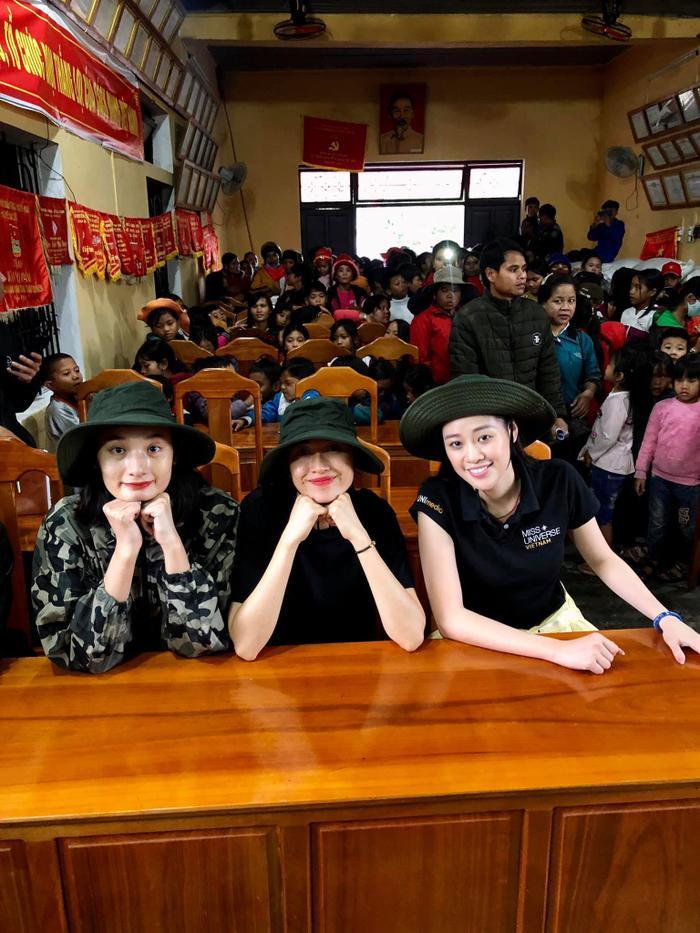 Khánh Vân quyên góp, hỗ trợ người dân miền Trung gặp bão lũ - Kim Duyên tặng xe đạp cho trẻ em nghèo Ảnh 11
