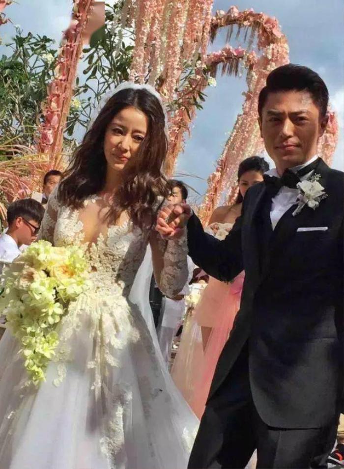 Vì xóa ảnh mà bị nói đã ly hôn, Lâm Tâm Như đem theo tâm trạng buồn rầu đến livestream Ảnh 4