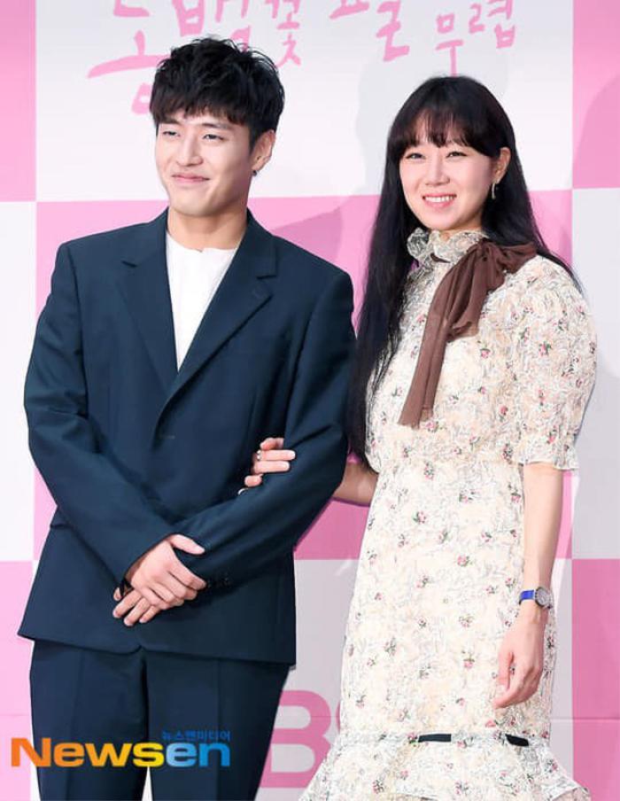 Hyun Bin - Gong Hyo Jin, Kim Hee Ae và Seventeen thắng giải thưởng 'Văn hóa & Nghệ thuật 2020' Ảnh 7