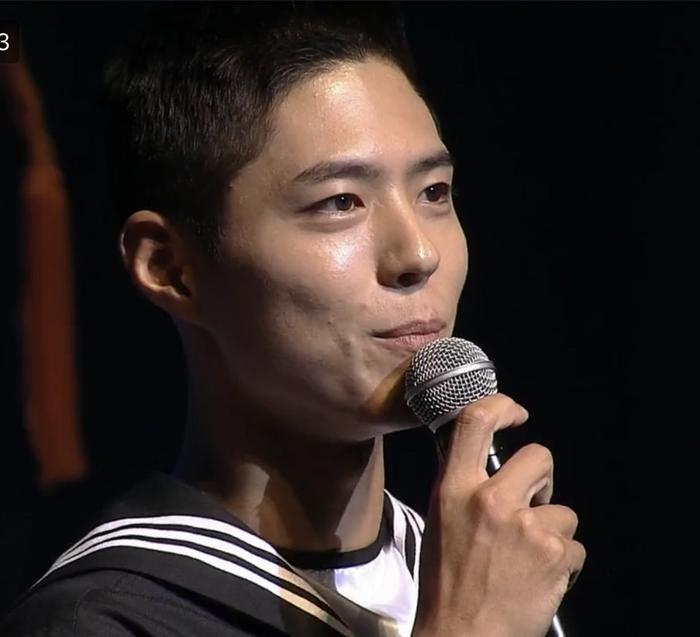 Park Bo Gum lộ diện sau khi nhập ngũ: Tá hỏa trước gương mặt chi chít mụn, dung nhan xuống cấp! Ảnh 13