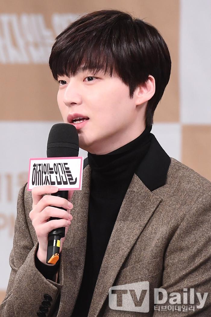 Ahn Jae Hyun có động thái lạ sau khi Goo Hye Sun tung ảnh 'giường chiếu' gợi cảm Ảnh 1