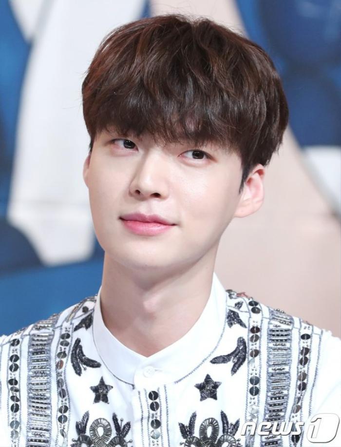 Ahn Jae Hyun có động thái lạ sau khi Goo Hye Sun tung ảnh 'giường chiếu' gợi cảm Ảnh 5