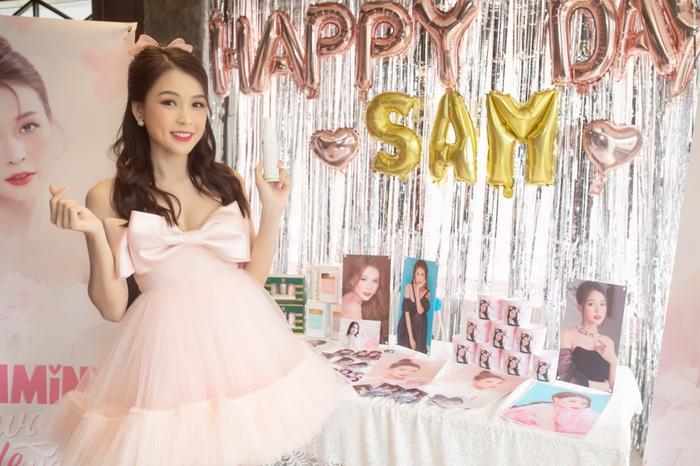 Sam xinh đẹp ngọt ngào đón tuổi mới bên Jun Phạm và Ngô Kiến Huy Ảnh 3
