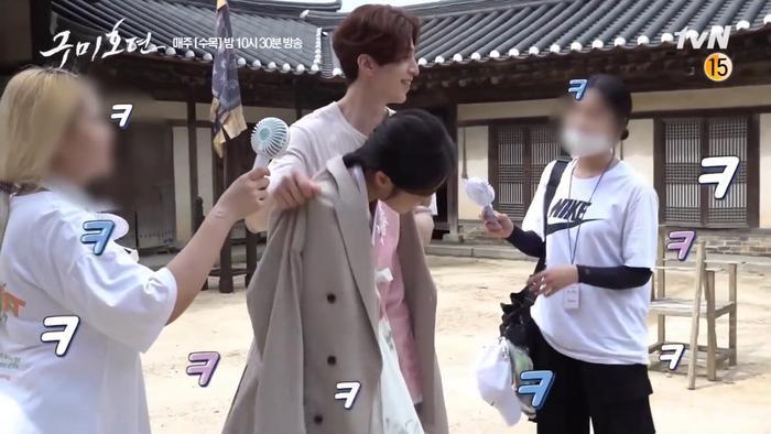 Hàng loạt bằng chứng cho thấy Lee Dong Wook và Jo Bo Ah quá đỗi thân thiết