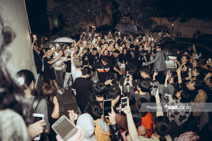 Noo Phước Thịnh gây thương nhớ với visual chuẩn 'soái ca' trong đêm nhạc tại Hà Nội Ảnh 11