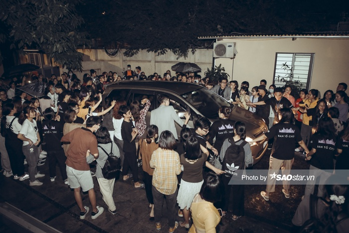 Noo Phước Thịnh gây thương nhớ với visual chuẩn 'soái ca' trong đêm nhạc tại Hà Nội Ảnh 10