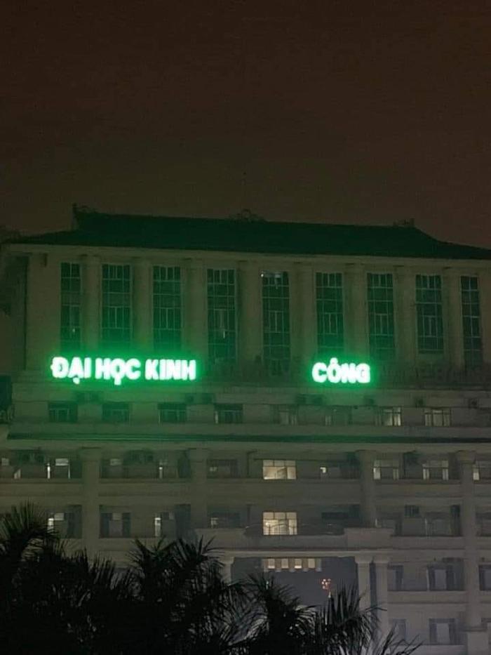Xuất hiện 'Đại học Kinh Công' khiến dân mạng chắc nịch: 'Sinh viên ra trường chắc võ công cao cường lắm' Ảnh 1