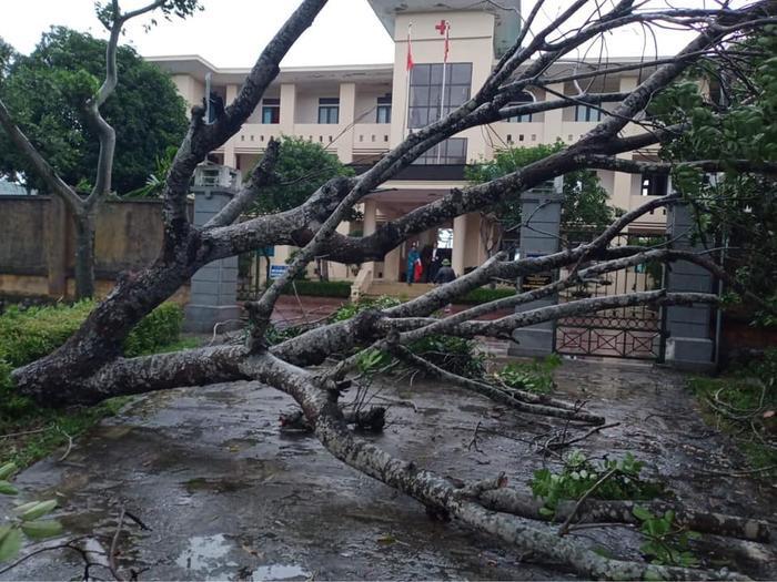 Hà Tĩnh lệnh sơ tán khẩn cả nghìn người dân khỏi vùng ngập lụt, sạt lở Ảnh 3