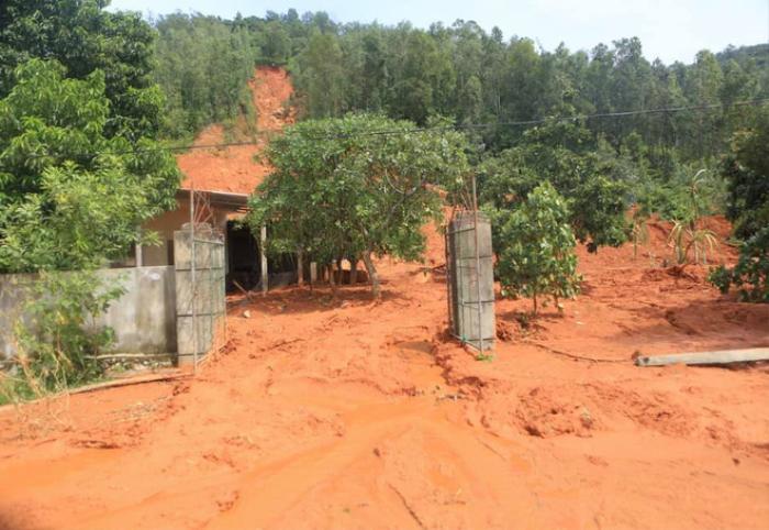 Hà Tĩnh lệnh sơ tán khẩn cả nghìn người dân khỏi vùng ngập lụt, sạt lở Ảnh 5