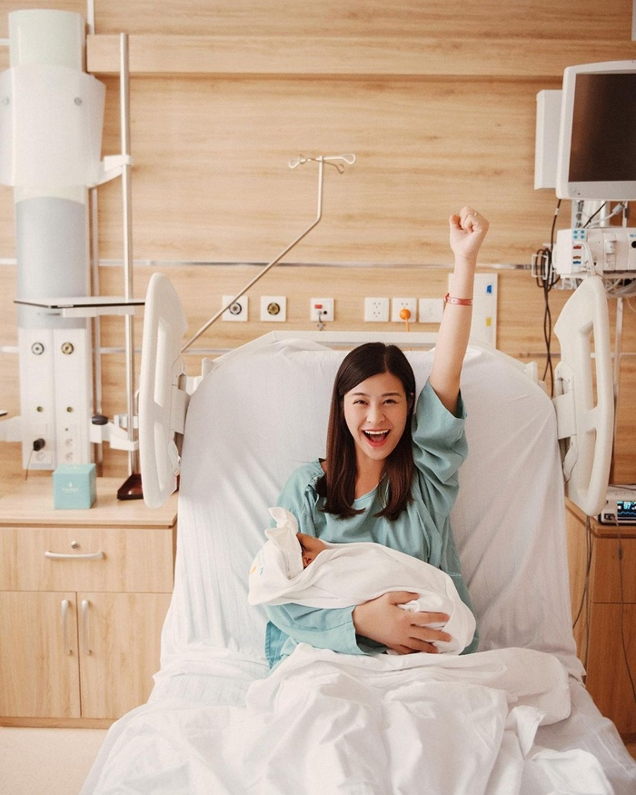 Con gái Đông Nhi: Bảo bối 'ngậm thìa vàng' từ trong bụng mẹ Ảnh 3