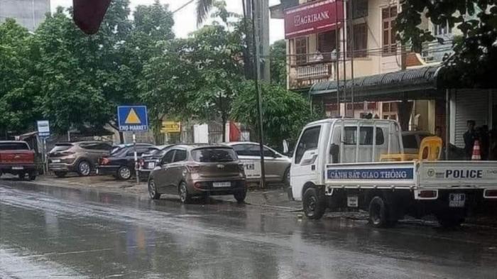 Truy bắt nghi phạm cầm súng xông vào ngân hàng cướp hơn 200 triệu đồng Ảnh 1