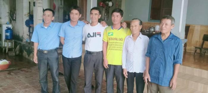 Nam thanh niên phụ hồ lao mình xuống sông Lam, cứu 3 người trong cùng một gia đình bị lật thuyền Ảnh 1