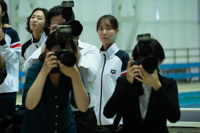 'Hồ ly' Shin Min Ah hết ngây thơ, trở lại trong trailer phim mang đậm màu sắc bách hợp Ảnh 9